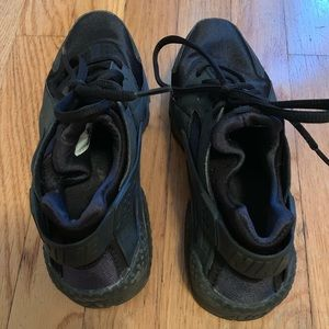 Nike Shoes - Women's black nike huarache size 7